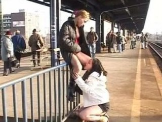 2 angels piss on trainstation