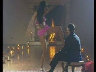 ballerina brasiliana ingoia duro