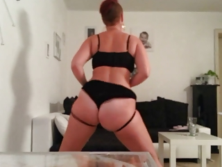cougar pawg dance and slap her bottom small