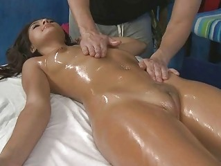 amateur with clean cave obtains fisting into the