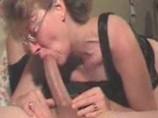 gettin a large hour throatjob from your milf
