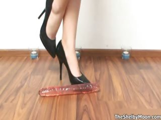 babe on high shoes pleases with a plastic cock