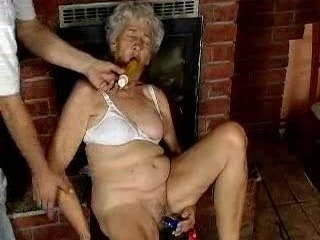 grand woman likes dildo...